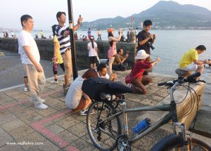 people_shoot_sunset_tamsui_riverside_old_street